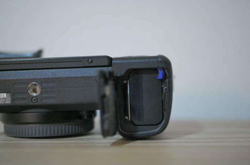 α7RⅡSDカード挿入口2
